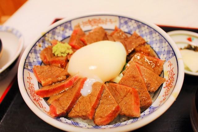 【熊本グルメ】阿蘇のヘルシーで超贅沢な牛丼『あか牛丼』って知ってる?