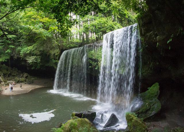 【熊本観光地】神秘的な水のカーテンが観れる『鍋ヶ滝』のスポット解説