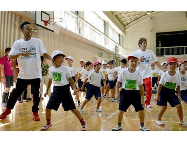 EXILEのダンスで熊本を元気に!南阿蘇西小でダンス教室開催