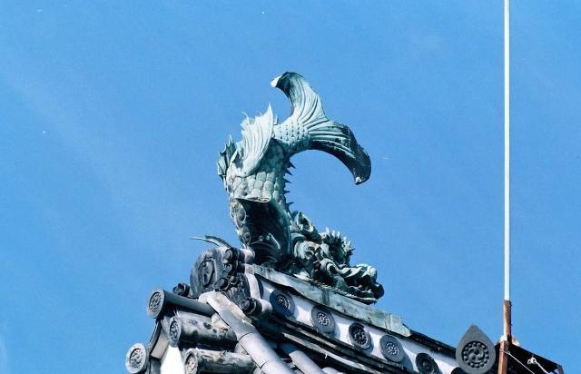 熊本地震で壊れていた熊本城のしゃちほこが復元され一般公開始まる