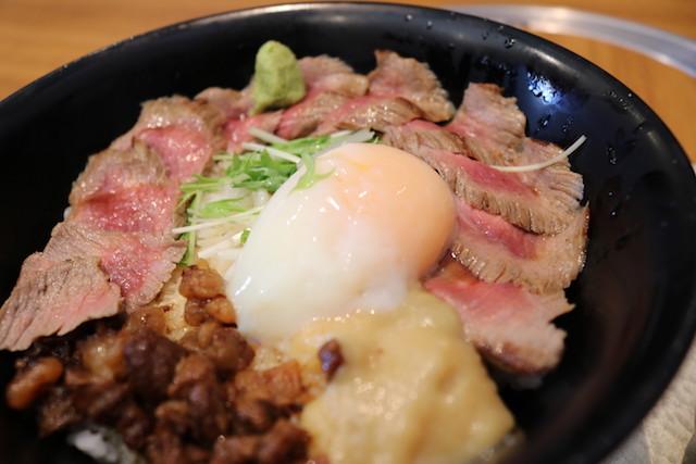 【熊本グルメ】甘辛いしぐれ煮と味噌が肉の旨味を倍増させる『よかよか亭のあか牛丼』