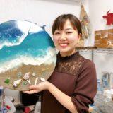 """【くまもと人物百景】レジンアーティストSAYAKAさん""""海""""のストーリーが想像できる作品を、他にはない方法で。"""